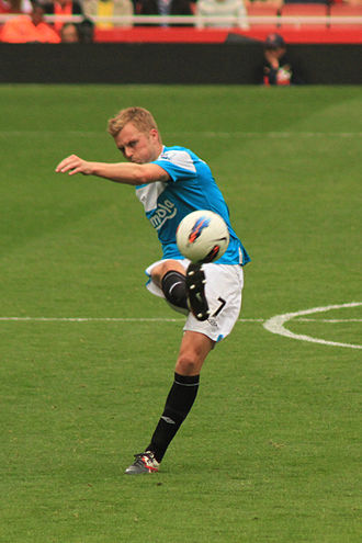 Seb Larsson - Larsson taking a free-kick for Sunderland in 2011