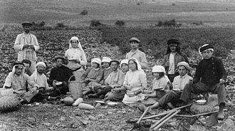 Kibbutz - Second Aliyah workers eating lunch in the fields of Migdal.
