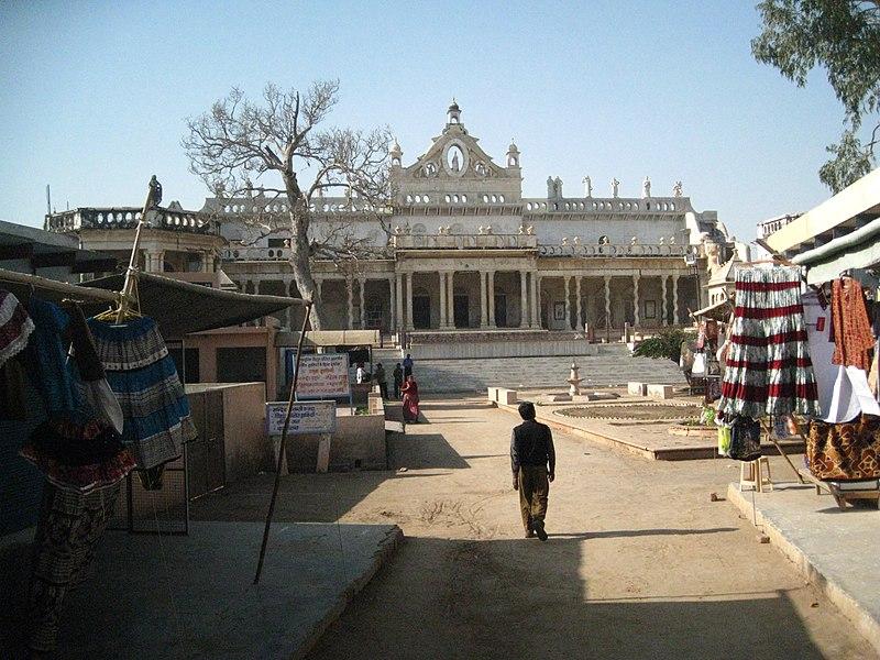 File:Shahji Temple Vrindavan.JPG