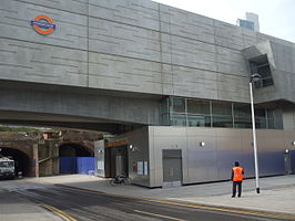 Shoreditch High Street stn entrance April2010.jpg