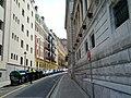 Sidewalk pinch point (18620835448).jpg