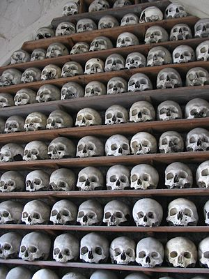 Hythe, Kent - Shelf containing skulls in the ambulatory below the chancel, commonly but inaccurately described as the crypt.