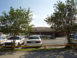 English: Rear entrance of the South Houston Po...
