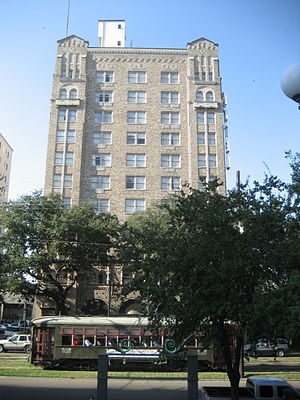 Pontchartrain Hotel - The Pontchartrain Hotel, with the St. Charles Streetcar running in front
