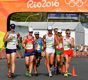 Description de l'image Staff Sgt. John Nunn race walks at Rio Olympic Games (29015273571).jpg.