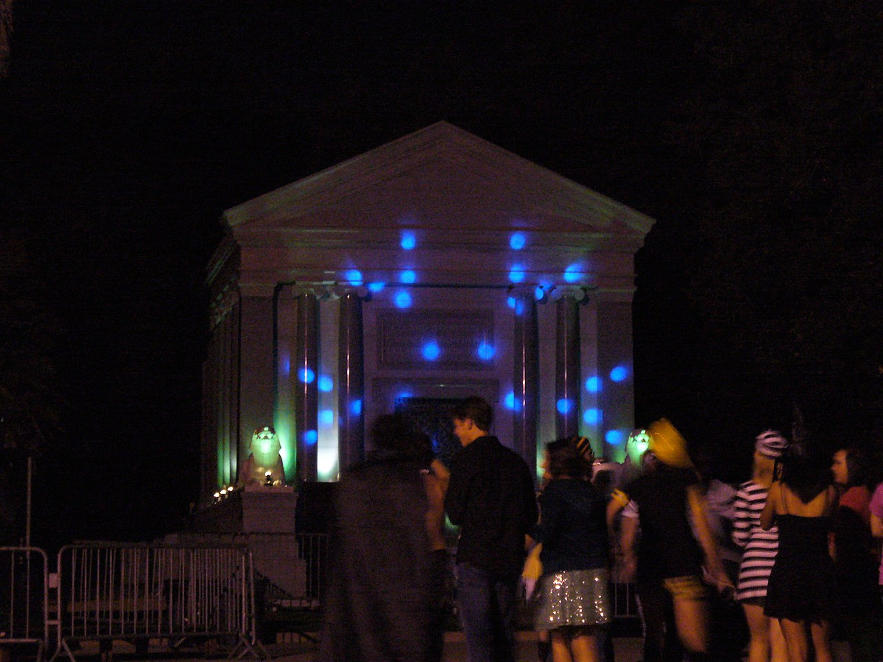 File:Stanford Mausoleum Halloween Party 2.jpg - Wikimedia Commons