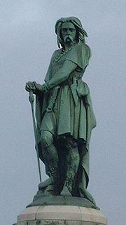 Estatua de Vercingétorix sobre el lugar en donde probablemente estuvo emplazada Alesia, en Alise-Sainte-Reine, Borgoña