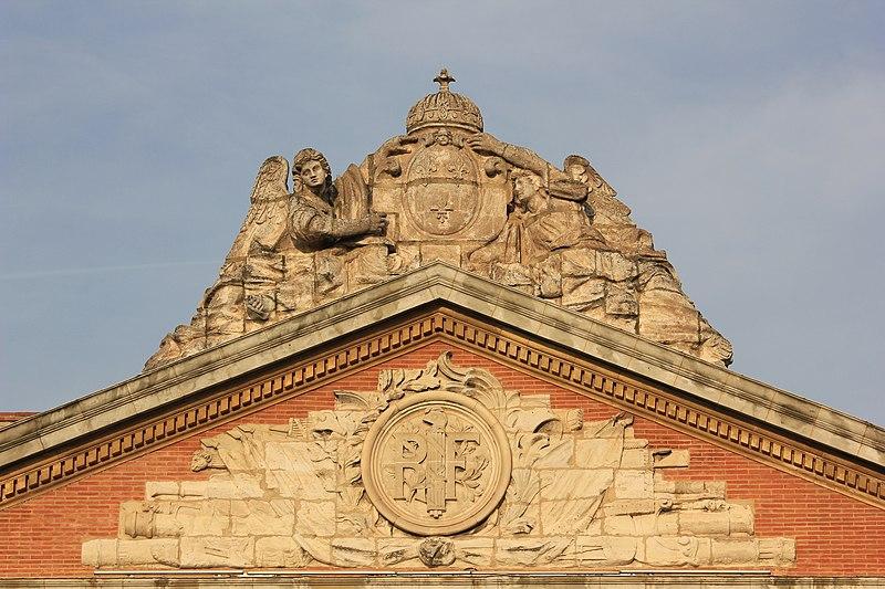 File:Statue sur le fronton du Capitole de Toulouse (3).jpg