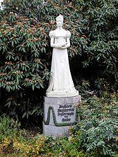 Statue am Stephanienufer in Mannheim, dem Gemälde von François Gérard (siehe oben) nachempfunden. (Quelle: Wikimedia)
