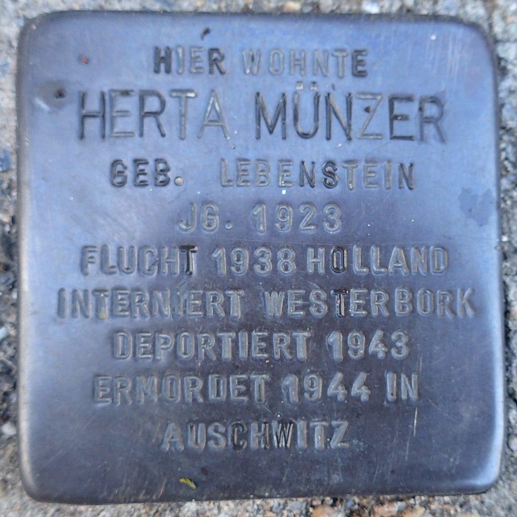 Stolperstein Dorsten Matthäusplatz 2 Herta Münzer.jpg