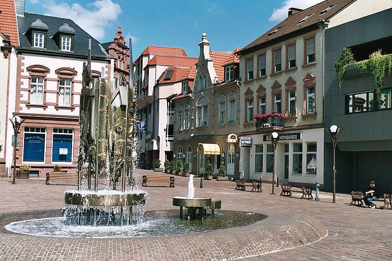 File:Sulzbach (Saar), the upper town square.jpg
