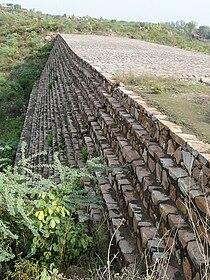"""Surajkund dam """"downstream"""" side.jpg"""