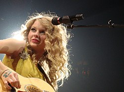Taylor Swift Fearless Tour 03.jpg