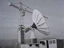 Costruzione della prima grande antenna nella piana del Fucino dopo la fase sperimentale nel 1966.
