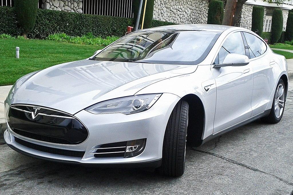 Tesla Model S.  Shal Farley (shalf) / CC BY-SA