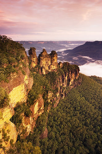 Blue Mountains (New South Wales) - The Three Sisters sandstone rock formation, one of the region's best-known attractions