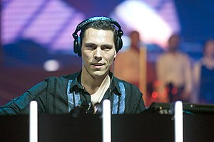 Tiësto - Tiësto performing in Arnhem's GelreDome, 2004