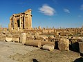 Timgad ruins view on arc.jpg