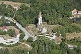 Fil:Tingstäde kyrka med omgivning.jpg