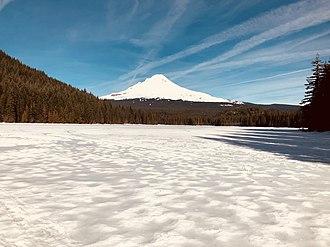 Trillium Lake - Image: Trillium Lake in winter