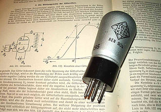 Telefunken - Telefunken REN 904. A vacuum tube from 1930, used in early German radios.