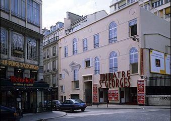 Trompe-l'oeil architectural- la façade du Théâtre Saint-Georges à Paris.jpg