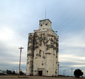 Us - Kansas - Unknown grain silo -2005-10-22T102459-1.png