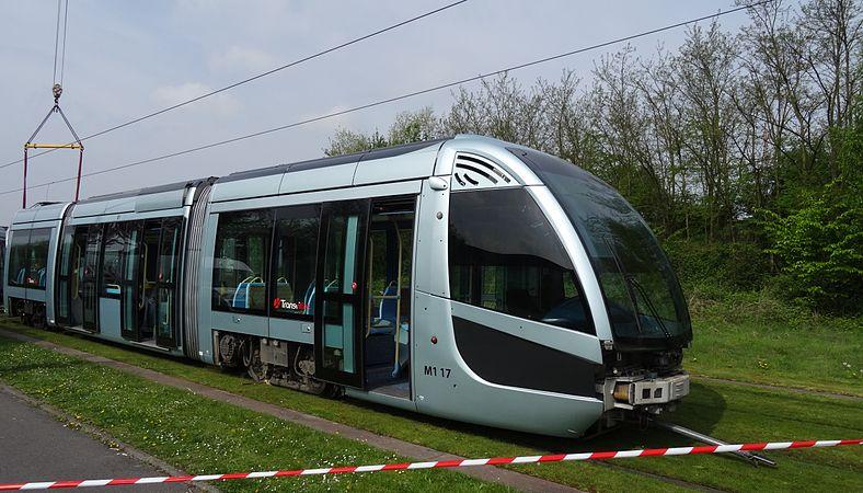 Valenciennes & Anzin - Déraillement de la rame de tramway n° 17 à la sortie du dépôt de Saint-Waast le 11 avril 2014 (015).JPG
