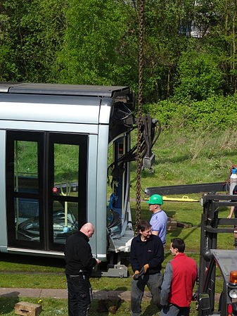 Valenciennes & Anzin - Déraillement de la rame de tramway n° 17 à la sortie du dépôt de Saint-Waast le 11 avril 2014 (041).JPG