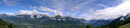 Panorama della Valtellina dall'Alpe Piazzola nel comune di Castello dell'Acqua.
