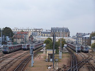 Versailles–Rive Droite station - The tracks viewed from the Rue de Clagny overpass.
