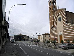 Via Badia con parrocchiale (Piacenza d'Adige).JPG