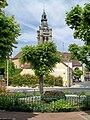 Viarmes, square Halbout et clocher de l'église.jpg