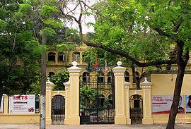 Cổng trường THPT Việt Đức