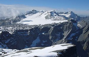 Vorab - Vorab and glacier as seen from northeast: highest peak is Bündner Vorab, to its right Glarner Vorab. In between you can see the snow cap of Tödi.