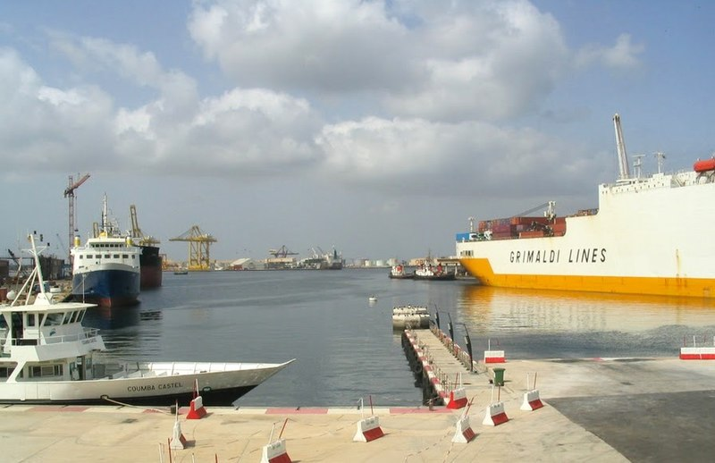 File:Vue du port de Dakar.JPG
