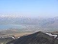 Vulkan Berg Nemrut (3050 m), Blick auf Tatvan am Vansee (39711435084).jpg