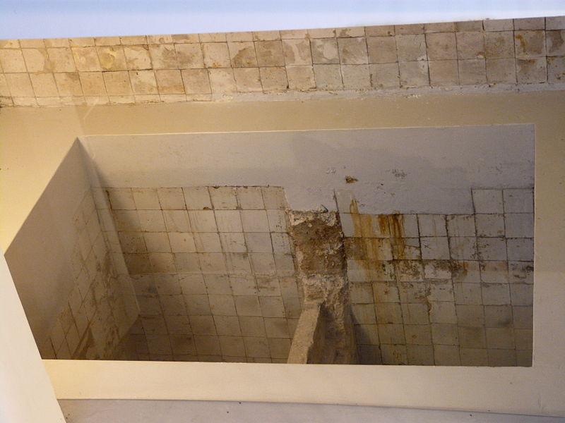 File:WLANL - jankie - Mikwe, Joods Historisch Museum.jpg