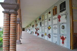 Encarnación de Díaz - One side of the old section of the cemetery