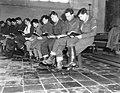 Watersnood 1953. Kerkdienst in Tholen in het overstroomde gebied. Militairen van, Bestanddeelnr 934-5448.jpg
