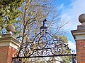 Welford Park, Gate and Crest (geograph 4363133).jpg
