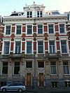 foto van Herenhuis, onderdeel van een symmetrisch opgezet dubbel herenhuis in neo-renaissancestijl dat in 1890 is ontworpen