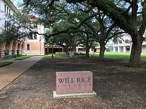 Residential colleges of Rice University - Will Rice College, with Old Dorm (1912) at left, the commons building at center, and the quadrangle and New Dorm (2009) at right.