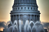Wisconsin State Capitol Fountain.jpg