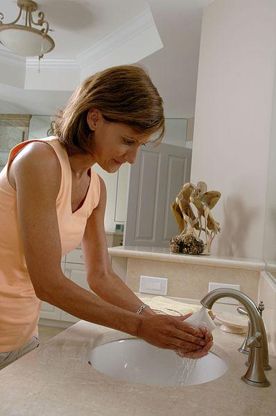 File:Woman washing her hands.jpg