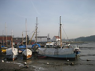 "Woodbridge, with <a href=""http://search.lycos.com/web/?_z=0&q=%22Woodbridge%20Tide%20Mill%22"">Woodbridge Tide Mill</a> in the background"