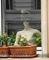 Wuppertal, Marienstr. 108, EG-Fenster, Puppe mit Mütze, Bild 2.jpg