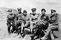 Генерал-лейтенант Вершинин среди лётчиков 4-й воздушной армии.jpg