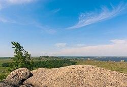 Гранитные останцы на берегу Колыванского озера, Змеиногорский район, Алтайский край.jpg