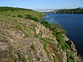 Гранитные скалы на левом берегу Старого Днепра в районы балки Генеральская.jpg